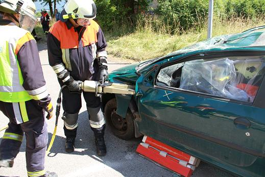 Feuerwehrübung-Rosenheim-2013-Bergung-Unfallwrack